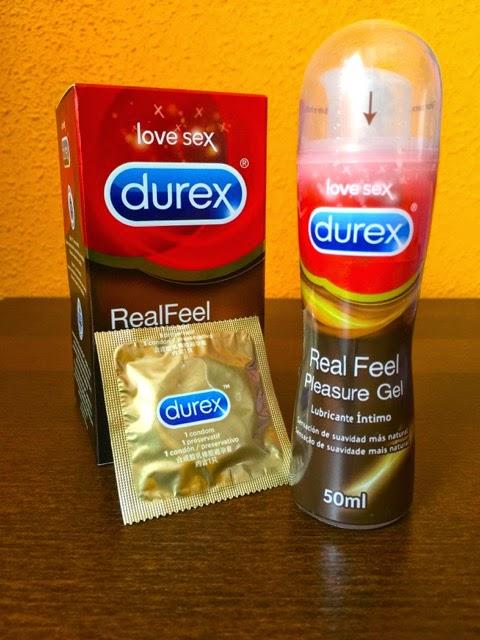Caja de Preservativos (1 fuera) y Frasco de Lubricante Durex Real Feel