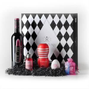 Caja regalo con botella de vino, huevo Tenga, masturbador Tenga, lubricante y kit de condones
