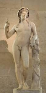 Estatua romana en mármol blanco que representa a Dioniso desnudo