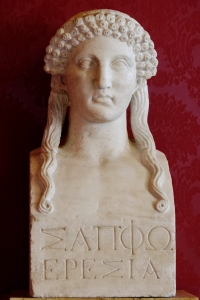 Busto en mármol de Safo con la inscripción en griego: Sappho de Eresos.