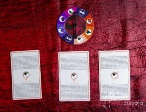 En la ruleta se muestra que la flecha indica la región del visado 1. Debajo de la ruleta, están las tres cartas que se corresponden con las tres opciones disponibles de ese visado