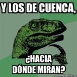Meme con fondo de dinosaurio de lado y con la frase: y los de Cuenca, ¿hacia dónde miran?
