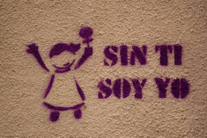 Graffiti en una pared donde se muestra la figura de una niña y al lado, con letras la frase: Sin ti soy yo.