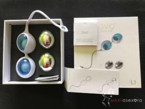 Contenido de la caja: a la izquierda la estructura blanca con las bolas de color azul colocadas y las de cromo, al lado. A la derecha, la foto de portada de la caja con el manual, la garantía y una mini tarjeta de instrucciones para colocar las bolas.