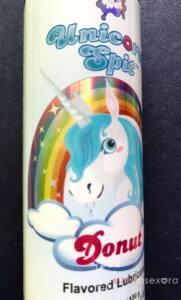 Foto de la etiqueta del unicornio bajo el arcoíris y salivando