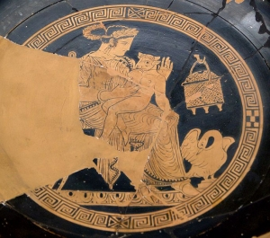 Vasija en la que se representa a un pequeño minotauro en el regazo de Pasifae