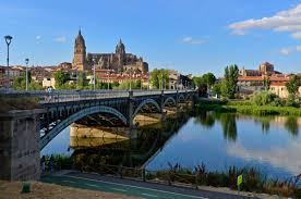 Barrio catedrálicio de Salamanca y el puente Enrique Esteban sobre el río Tormes