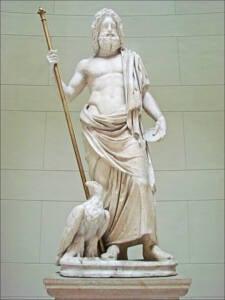 Estatua de Zeus en mármol blanco. De pie, con un cetro en su mano derecha y un águila junto a su pie derecho.