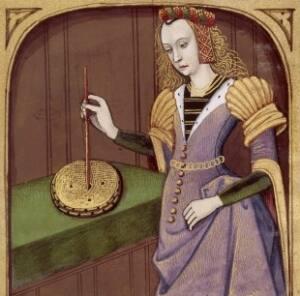 Mujer, Manto, que sostiene una varilla sobre un recipiente redondo.