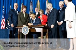 Foto de Barack Obama firmando el fin de la ley Don't Ask, Don't Tell