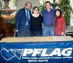 Foto de cuatro ganadores de los premios Brenda Howard. De izquierda a derecha Larry Nelson 2005, Wendy Curry 2008, Tom Limoncelli 2006, Wendy Moscow 2007