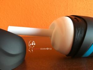 Tubo protector de plástico que se encuentra en la boquilla del Satisfyer Men para proteger la silicona.