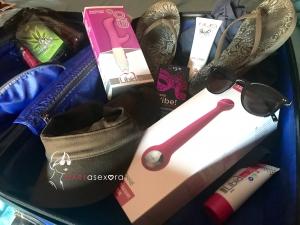 maleta abierta con varios juguetes eróticos