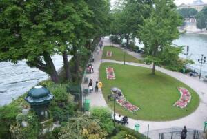 Imagen de la plaza Vert Galant. Un espacio verde construido en honor a Enrique IV y sus amantes.