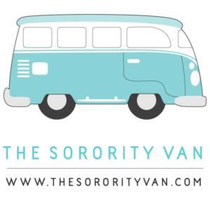 Logotipo de The Sorority Van. Una autocaravana Volkswagen hippie en tono azul claro.