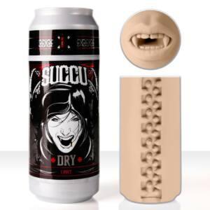 """Vagina en lata de la marca Fleshlight. El recipiente simula una lata de refresco con una foto de vampira. También se muestra la """"vulva"""" del juguete, una boca con colmillos de vampiro en color carne."""